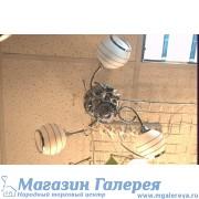Недорогая люстра для спальни с белыми плафонами 1007/3