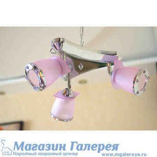 Люстра для спальни нежно розового цвета. 9885 К/3 CR GN